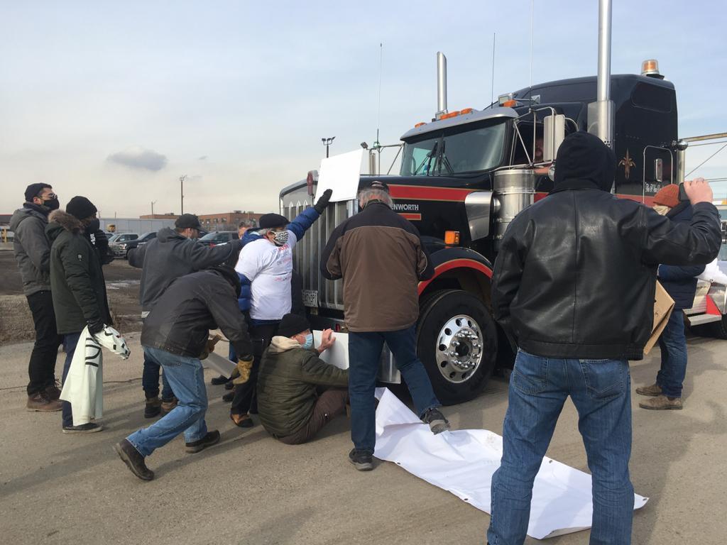 Blocking truck